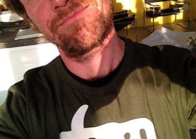 Ritzo met MOI-shirt