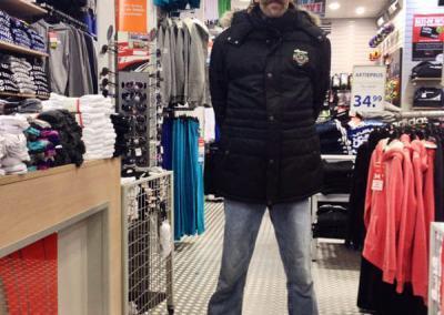 Leendert trots op zijn nieuwe jas en schoenen